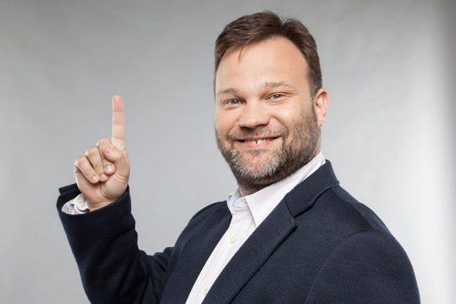 Röhögjünk és kész!- Interjú Aranyosi Péter humoristával a Hungarian Summit egyik sztárfellépőjével
